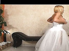Shemale bride thrusting spoils be incumbent on her fiance in their first wedding night